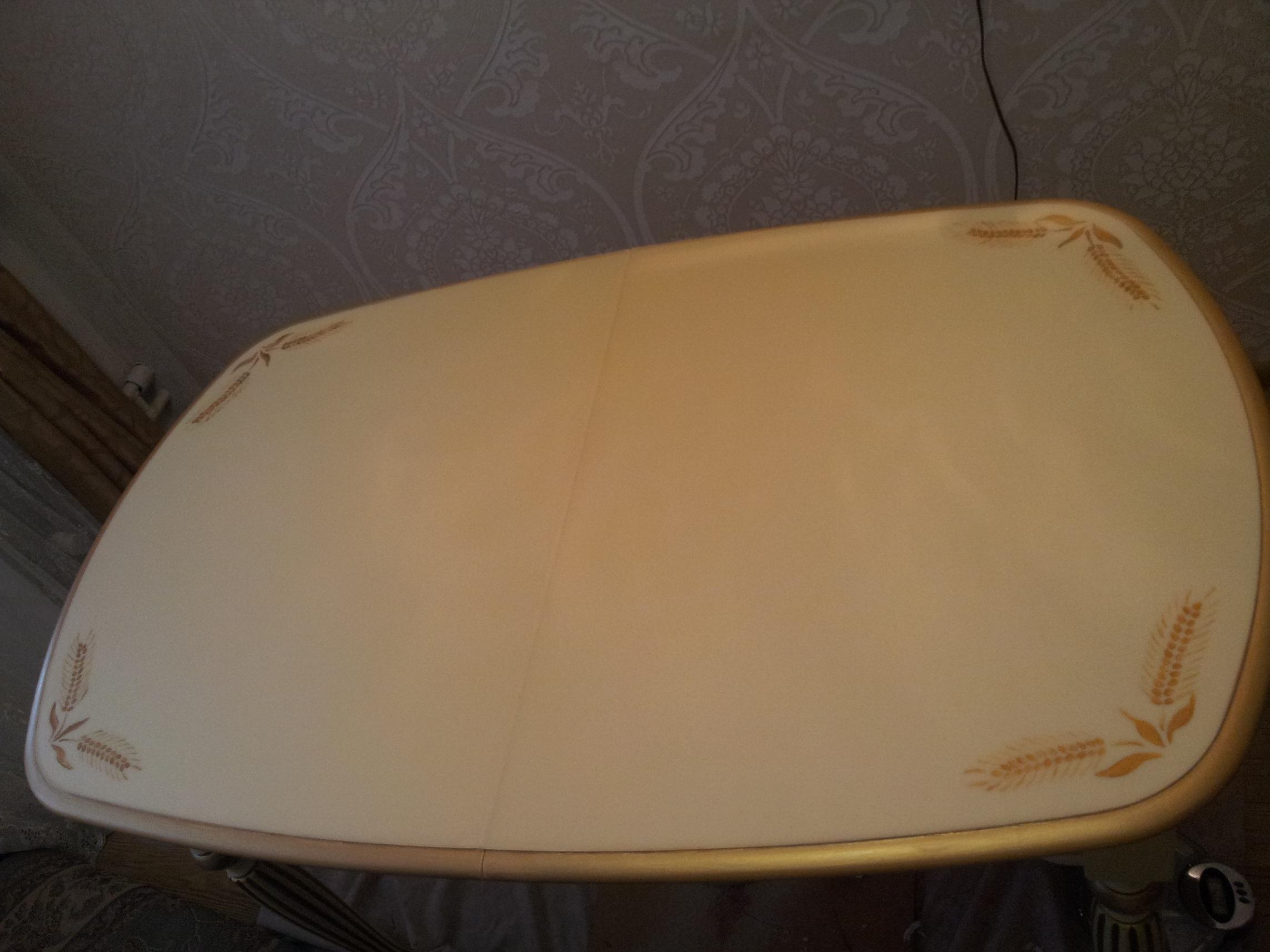 обеденный стол с художественной росписью и эпоксидной заливкой под матовым лаком