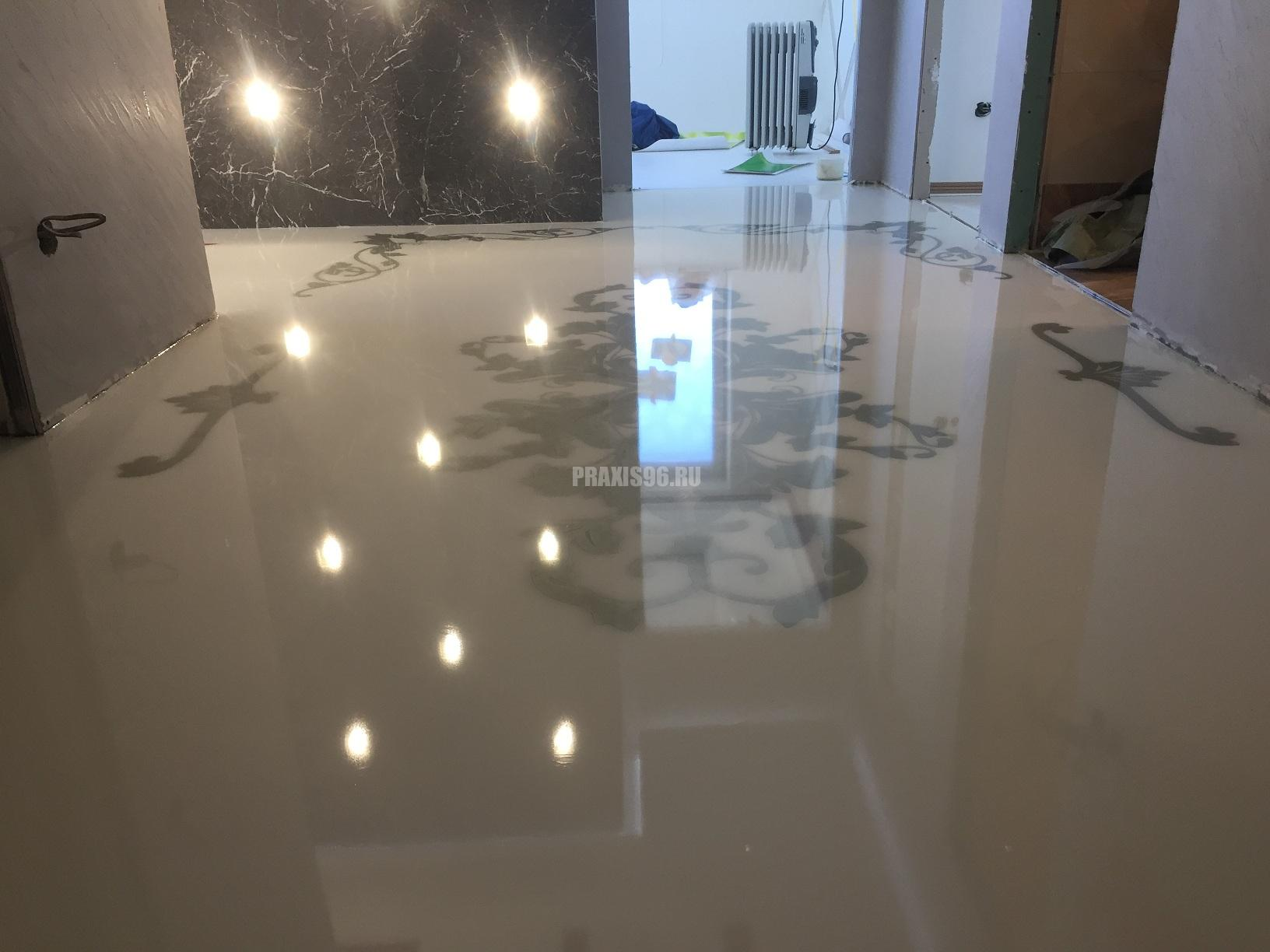 Белый глянцевый полимерный пол с узорами